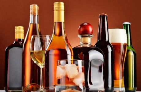 При интоксикации алкоголем оказать помощь больному следует немедленно.