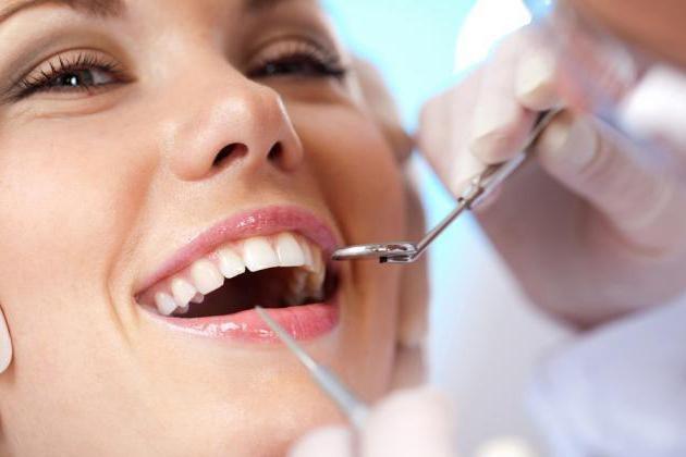 осмотр полости рта перед установкой штампованных коронок